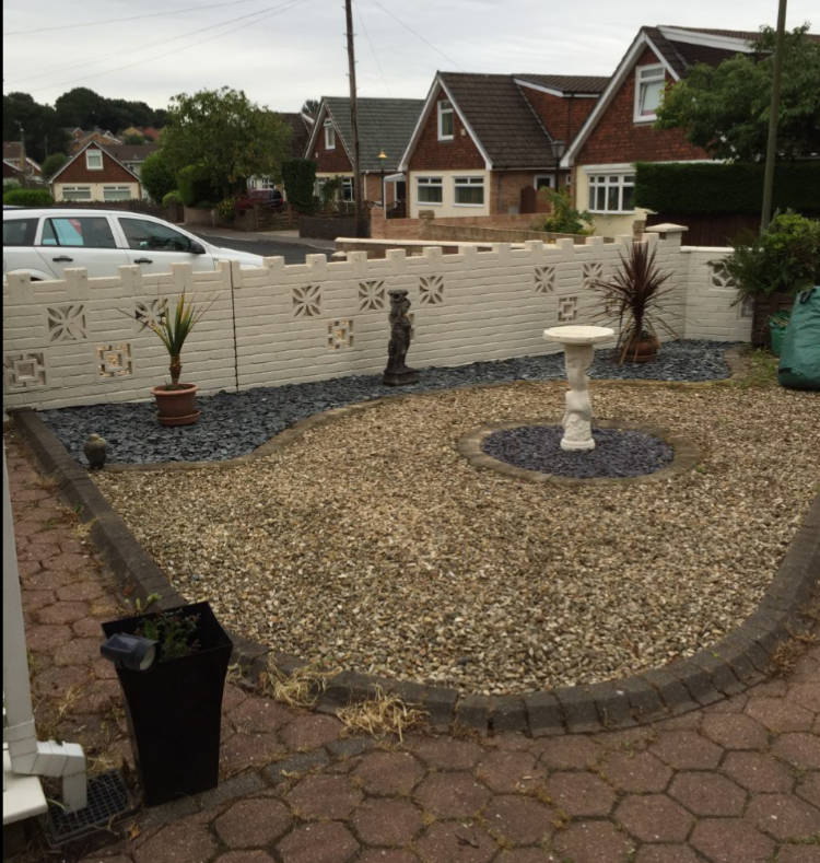 Gravel side of front garden after.png